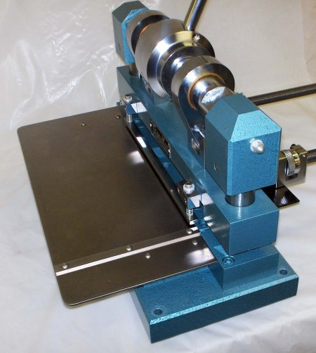 Tensilshear for shearing straight strips from metals